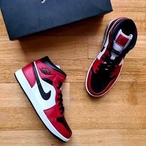Jordan 1 Mid Chicago Toe